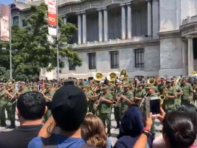 Sedena realiza flashmob en explanada de Bellas Artes