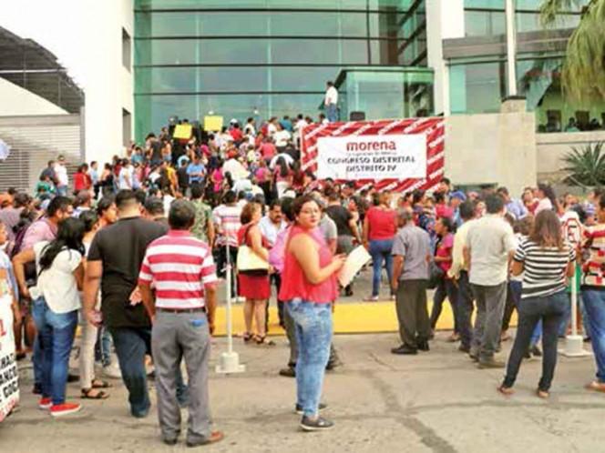 Morenistas votan en medio de tensión; en al menos tres estados suspenden asambleas