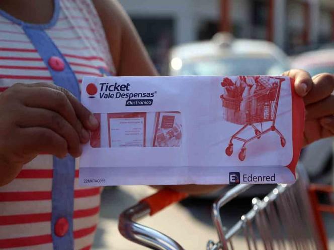Burócratas recibirán 12 mil 500 pesos en vales de despenas por fin de año