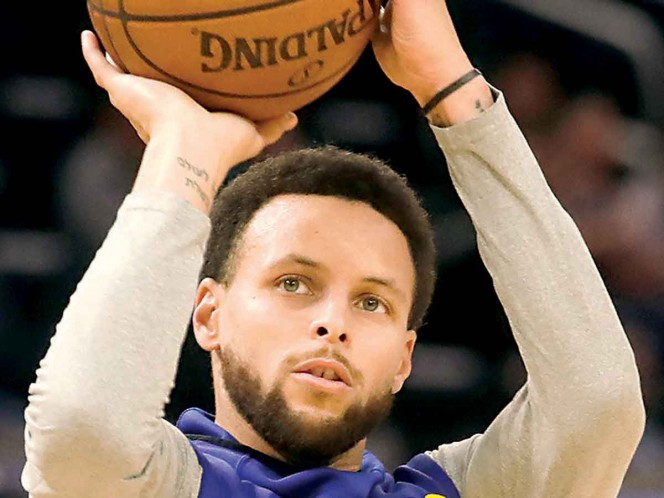 Apunta a volver; Curry regresa a las prácticas