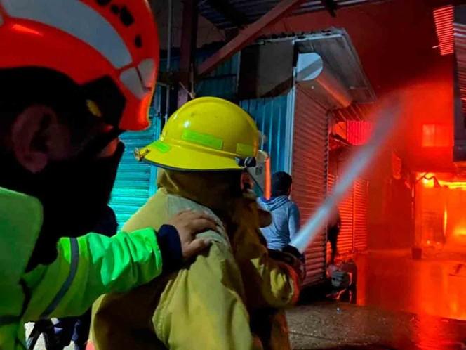 Tras cinco horas, sofocan incendio en Mercado de Abasto de Oaxaca