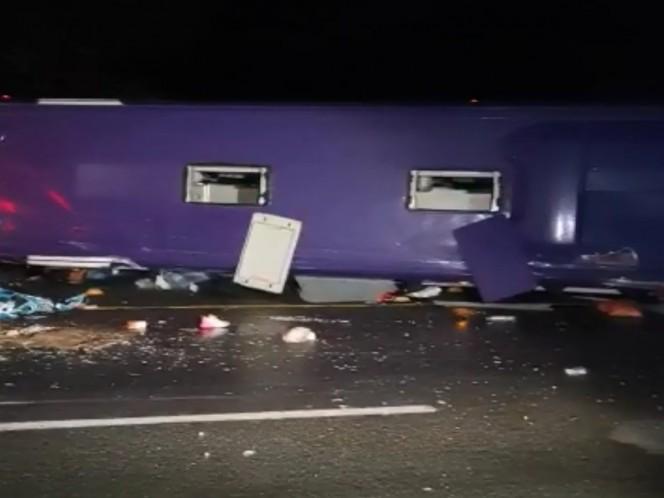 Mueren 15 tras volcar autobús en la carretera México-Toluca