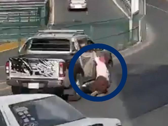 ¡Se busca! Escapa de choque y atropella a una mujer a su paso | thumbnail