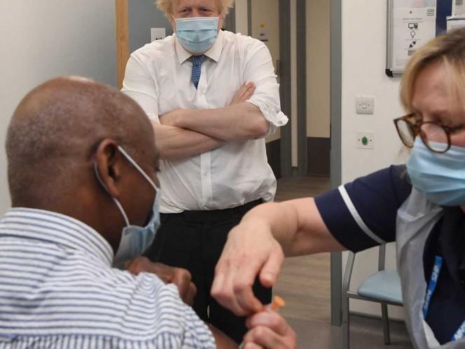 Reino Unido terminaría vacunación covid de adultos mayores en septiembre