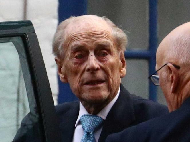 El príncipe Felipe está bien, asegura su nieto Guillermo