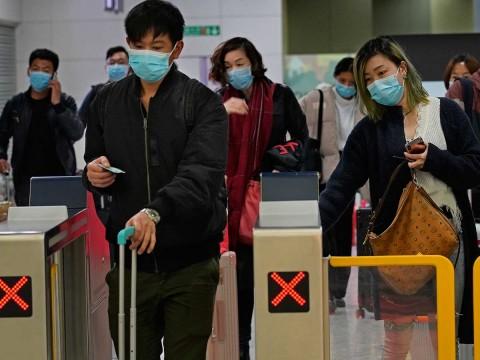 Resultado de imagen para El gobierno de Hong Kong anunció que algunas oficinas gubernamentales seguirán cerradas al menos hasta el lunes y funcionarios no esenciales podrán trabajar desde sus casas.