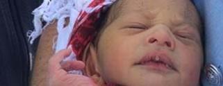 Abandona a su recién nacido en coladera, lo hallan 5 días después