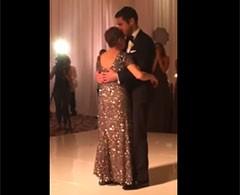 Último baile de una mujer con cáncer terminal y su hijo