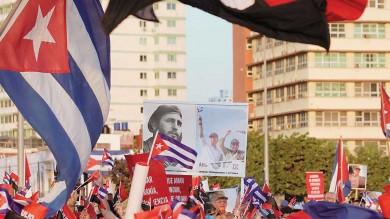 Miles defienden al gobierno cubano